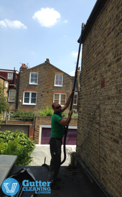 Our domestic gutter cleaning pro is treating the gutters in London.
